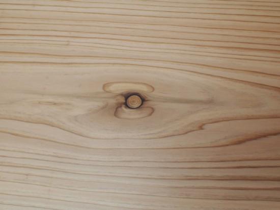 杉一枚板テーブル死節埋め木処理後