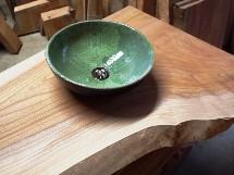 欅一枚板トイレ手洗いカウンター(陶器ボウル)の穴開け加工