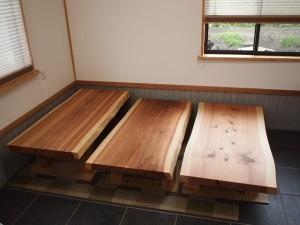 杉一枚板厚盤座卓3台、完成(座卓専用脚)1