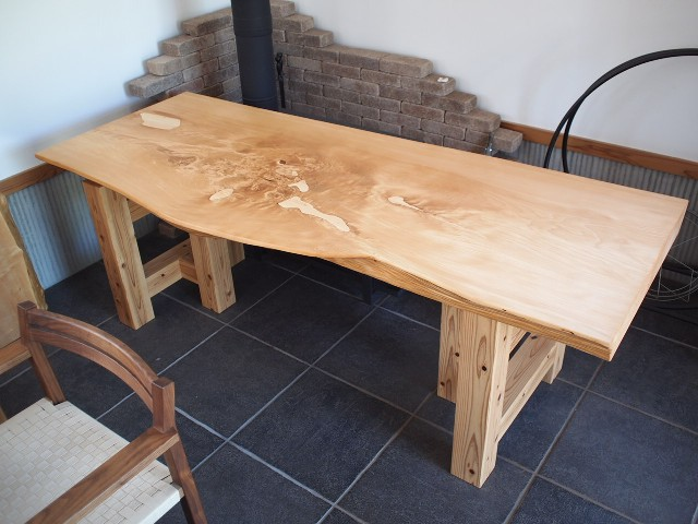 木曽桧一枚板のテーブル、完成!
