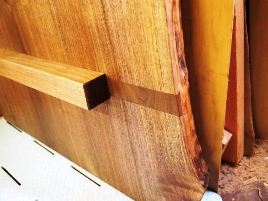 ブラックウォルナット一枚板天板吸い付き桟(蟻桟)