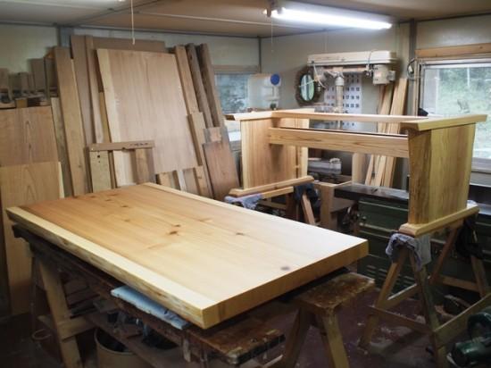 杉一枚板ダイニングテーブル完成!~総杉造り耳付き板脚タイプ~1
