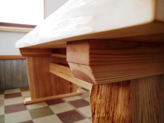 杉一枚板ダイニングテーブル完成!~総杉造り耳付き板脚タイプ~8