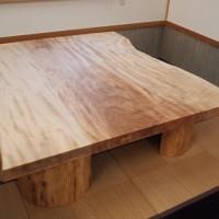 栃一枚板座卓(欅空洞木半割脚)完成しました