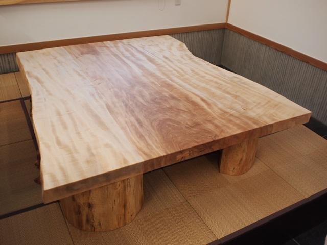 栃一枚板座卓(欅空洞木半割脚)