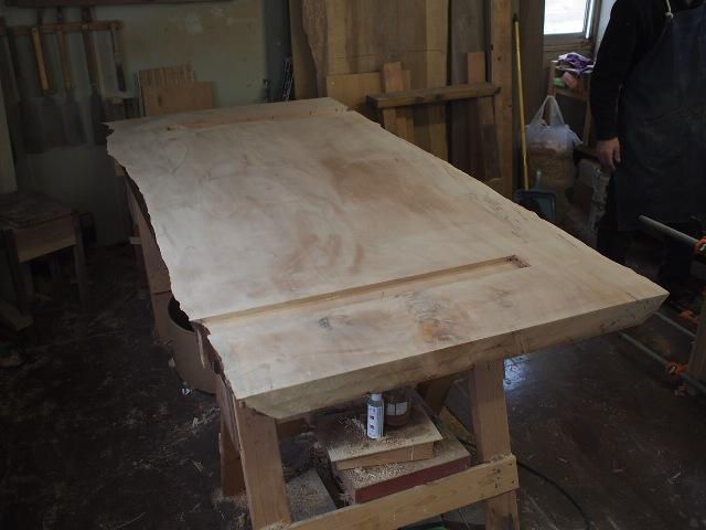 静岡県鈴木様栃一枚板ダイニングテーブル製作風景1