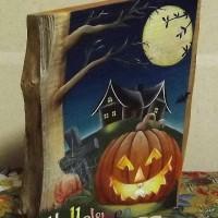 お客様の作品「骨董品屋さんに埋もれていたハロウィンの本」~銘木桑一枚板トールペイント~
