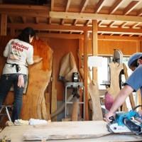今日の作業風景20120924 ~欅巨大一枚板の塗装と樅の玄関敷台梱包。。~
