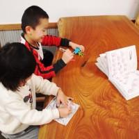 小さい子供がいるのですが一枚板のテーブルは使えますか?