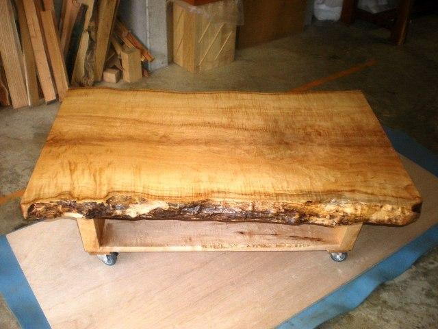 楓一枚板ローテーブル(キャスター付き)1
