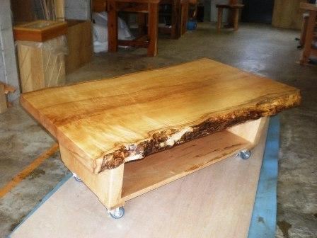 楓一枚板ローテーブル(キャスター付き)2