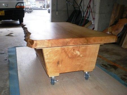 楓一枚板ローテーブル(キャスター付き)4