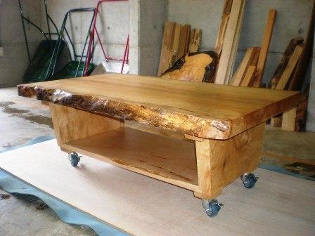 楓一枚板ローテーブル(キャスター付き)5