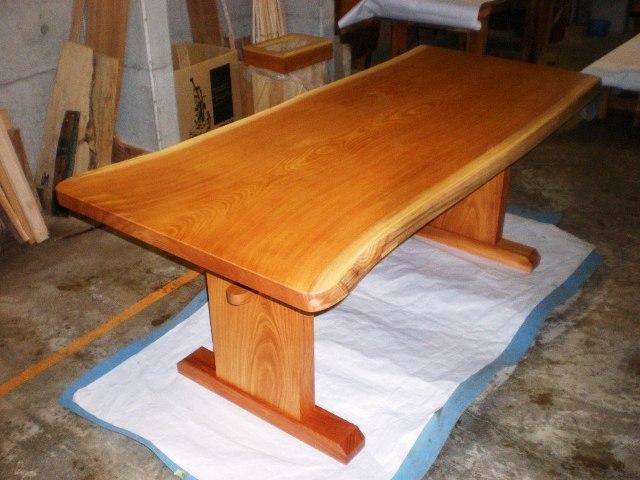 欅一枚板ダイニングテーブル(くさび留め付き板脚タイプ)1