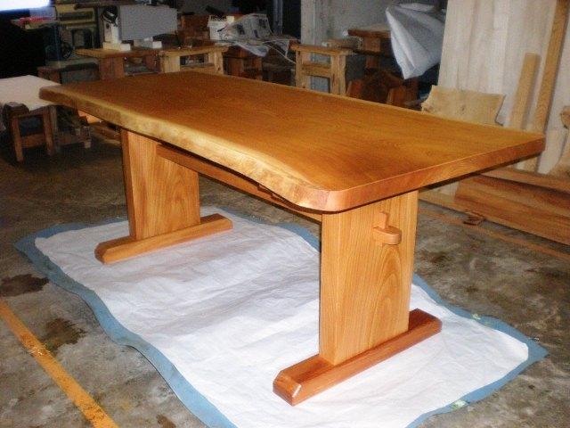 欅一枚板ダイニングテーブル(くさび留め付き板脚タイプ)2