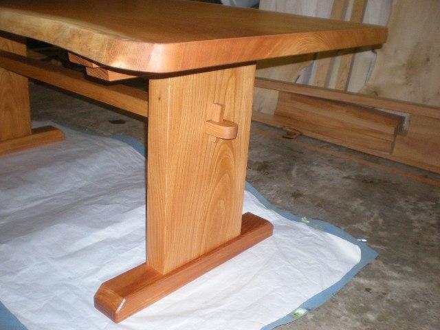 欅一枚板ダイニングテーブル(くさび留め付き板脚タイプ)3
