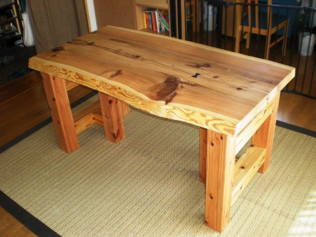 杉一枚板のダイニングテーブル(座卓兼用)1