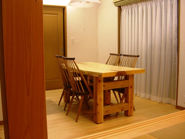 栃一枚板のダイニングテーブル(座卓兼用脚)4