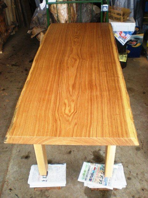 タモ一枚板ダイニングテーブル1