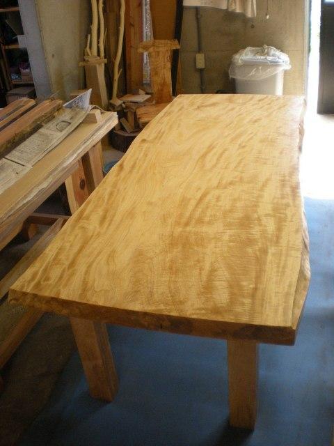 栃縮杢一枚板ダイニングテーブル1