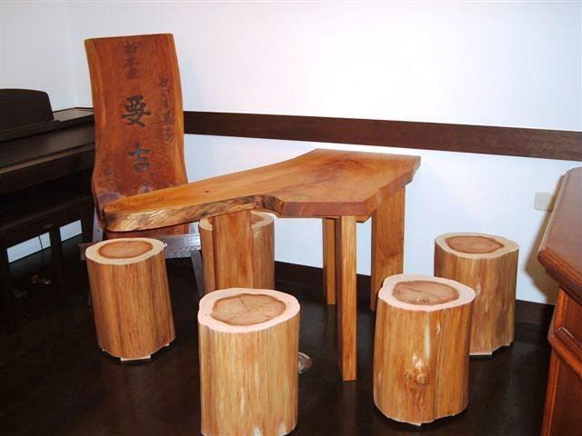 欅ハノ字脚テーブルと杉丸太椅子1