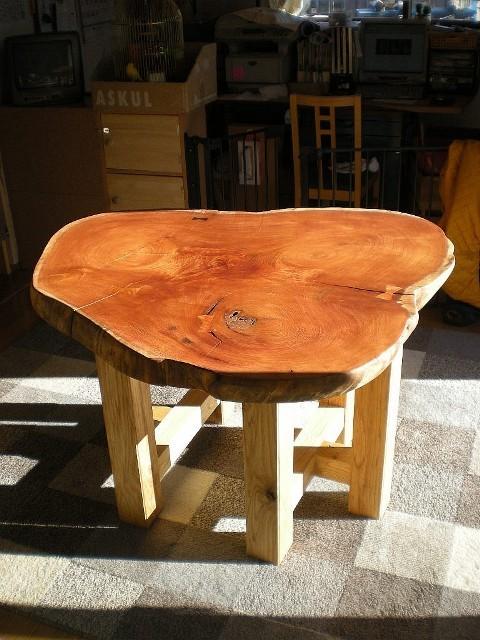欅一枚板輪切りのテーブル1
