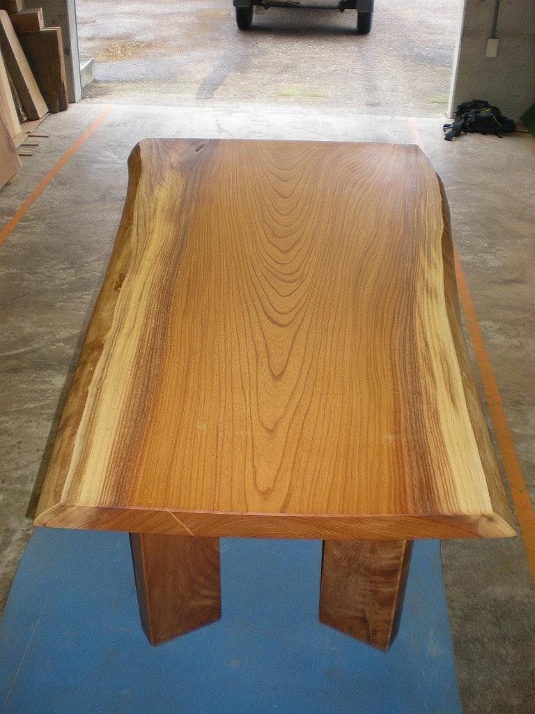 欅広幅一枚板のダイニングテーブル1