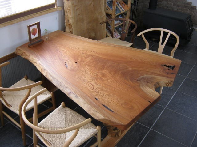 吸い付き桟加工を施したテーブル