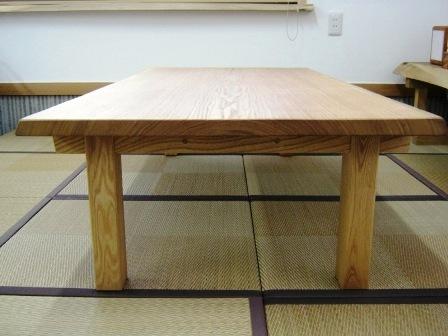 タモ一枚板の座卓2