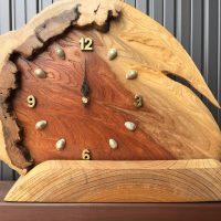 お客様の作品~天然木一枚板の置き時計(ケヤキ一枚板・カシワ空洞木輪切)
