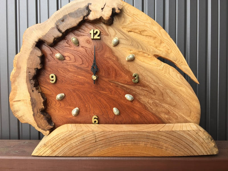 天然木一枚板の置き時計(ケヤキ・カシワ)