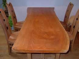 テーブルです。これは我が家で2枚目のテーブルですが、一枚目のときに磨きとオイル塗装で63,000円もしたので、このテーブルは自分で磨きオイルを塗りました。結構時間がかかりました。