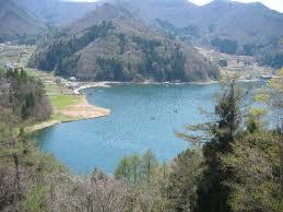 野尻湖には釣りのボート、ウィンドサーフィンがたくさん出ていて活気がありました。