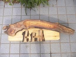 欅一枚板の花台。欅の厚み分、切り込みを入れ、金槌でたたき込むだけです。 脚ははずせますので、好きな位置に取り付け可能です。 置き場所、置く物に応じて向きも選べて便利です。