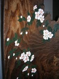 桐一枚板の衝立。板の表面を焼くと年輪がくっきり出て、味のある色合いになりますね!