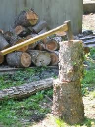今日は薪割り日和今回のはほとんど唐松です。節が多く、割るのに苦労しそうです。明日は間違いなく筋肉痛ですね・・。