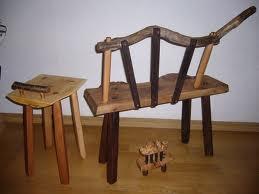 自然木の椅子。栃の座面に山桜の脚、桜の枝で取っ手を付けました。陶芸でご一緒の材木屋の大将に頂いた栃の板です。