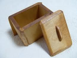 小さな蓋付きダストBOX(欅一枚板)不規則な形状で、耳を生かしたBOXにしました。2